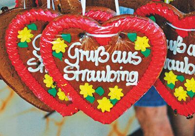 """Lebkuchenherzen mit der Aufschrift """"Gruß aus Straubing"""""""