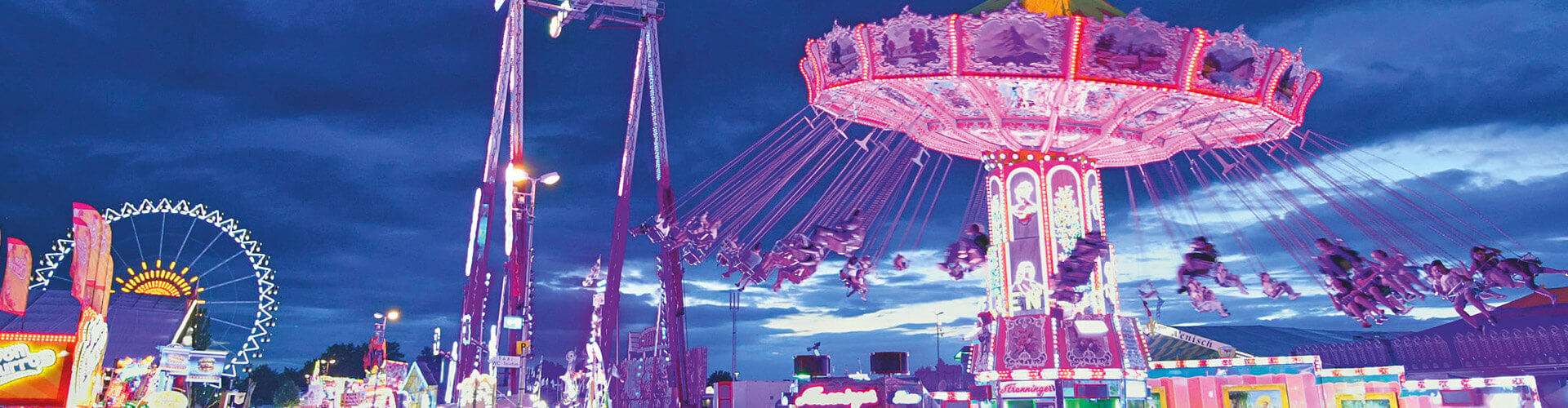 Das Gäubodenvolksfest bei Nacht