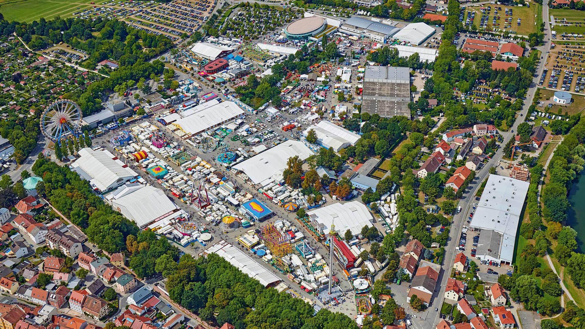Luftaufnahme des Festplatzes und der Ostbayernschau
